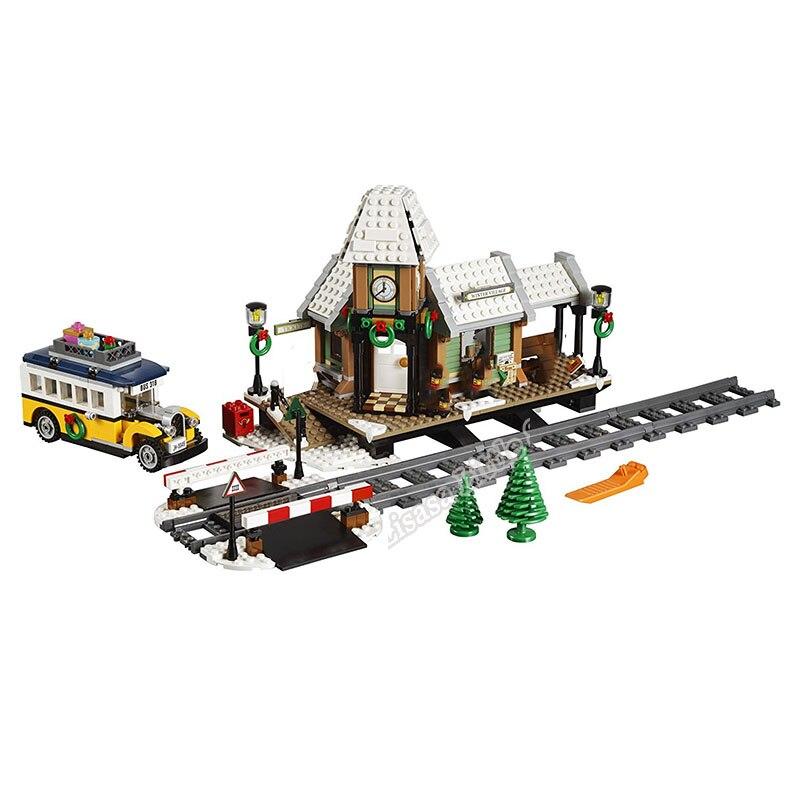 New 902pcs Creator Winter Christmas Village Station 7 Fgures Building Blocks Bricks Toys For Children