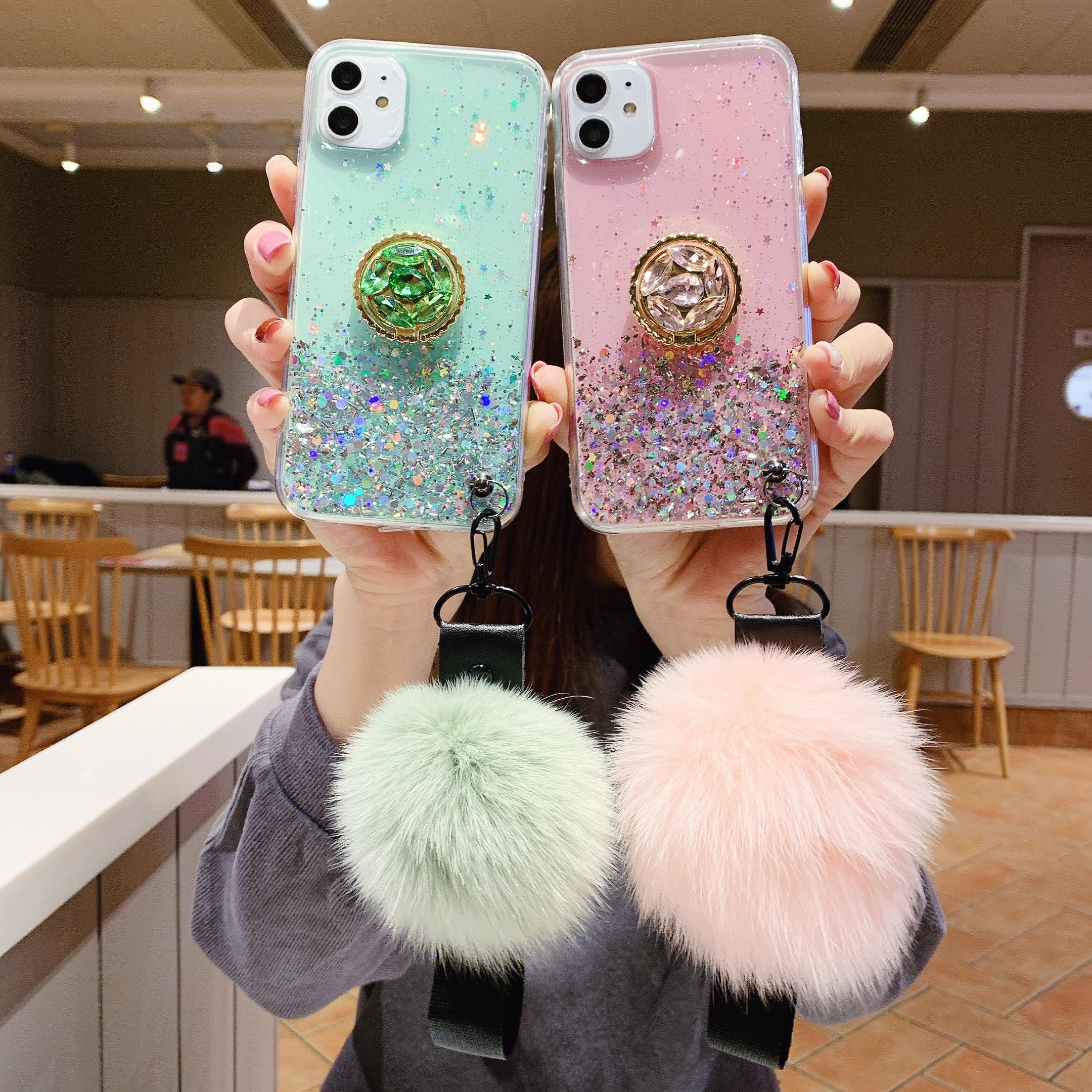 Starry Sky Flüssigkeit Weiche Silikon Pelz Ball Band Pompom Halter Telefon Fall Für Xiaomi Redmi Pyo 4X 5A 7A Hinweis 4 5 6 7 8 EINE 8T 10 Pro