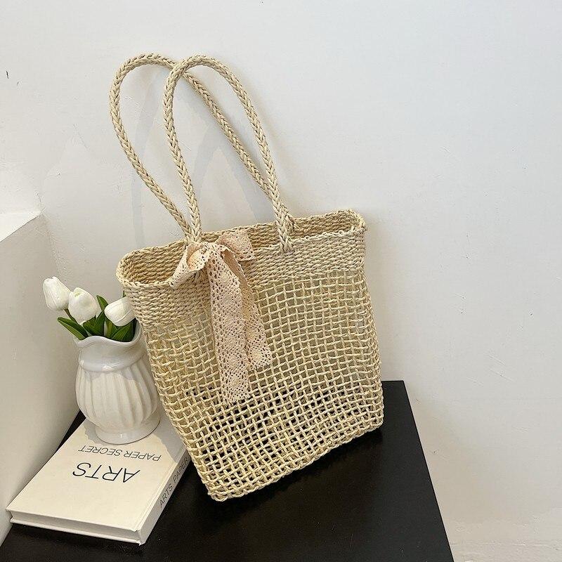 Summer ladies straw woven handbag hollow crossbody bag hand-woven beach shoulder bag with fringed la