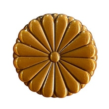 Japan National Emblem Imperial Seal Pin Sixteen Petals Gold Chrysanthemum Badge Graduation Ceremony Gift