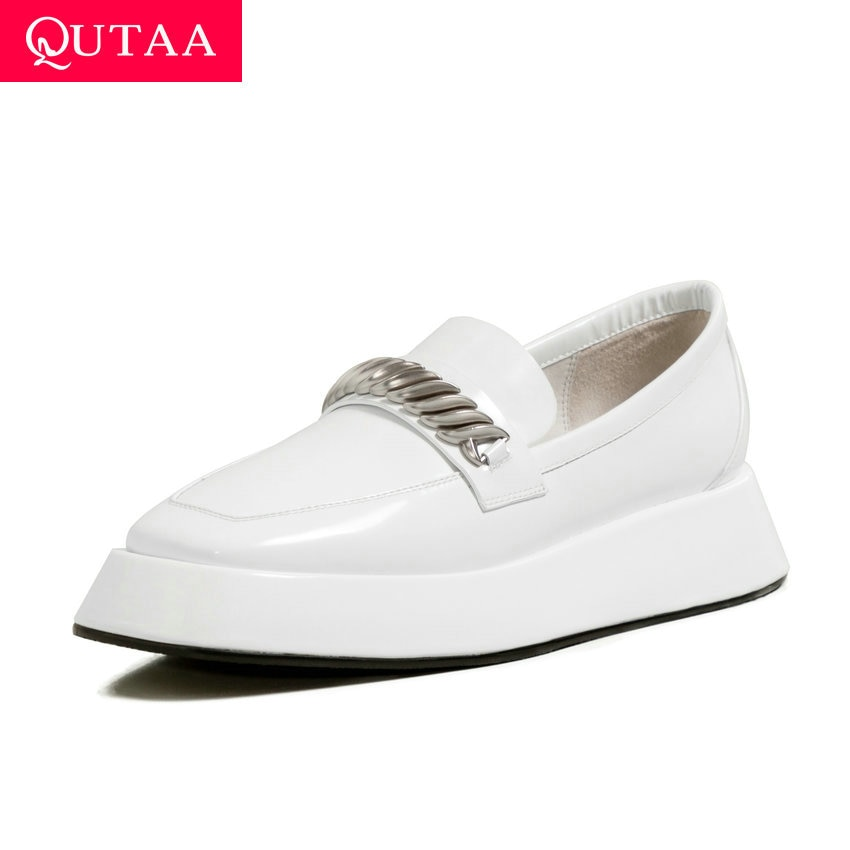 QUTAA-حذاء نسائي بكعب عالٍ من الجلد اللامع ، حذاء بمقدمة مربعة مزخرفة معدنية ، بدون أربطة ، للربيع والخريف ، مقاس 34-39 ، 2021