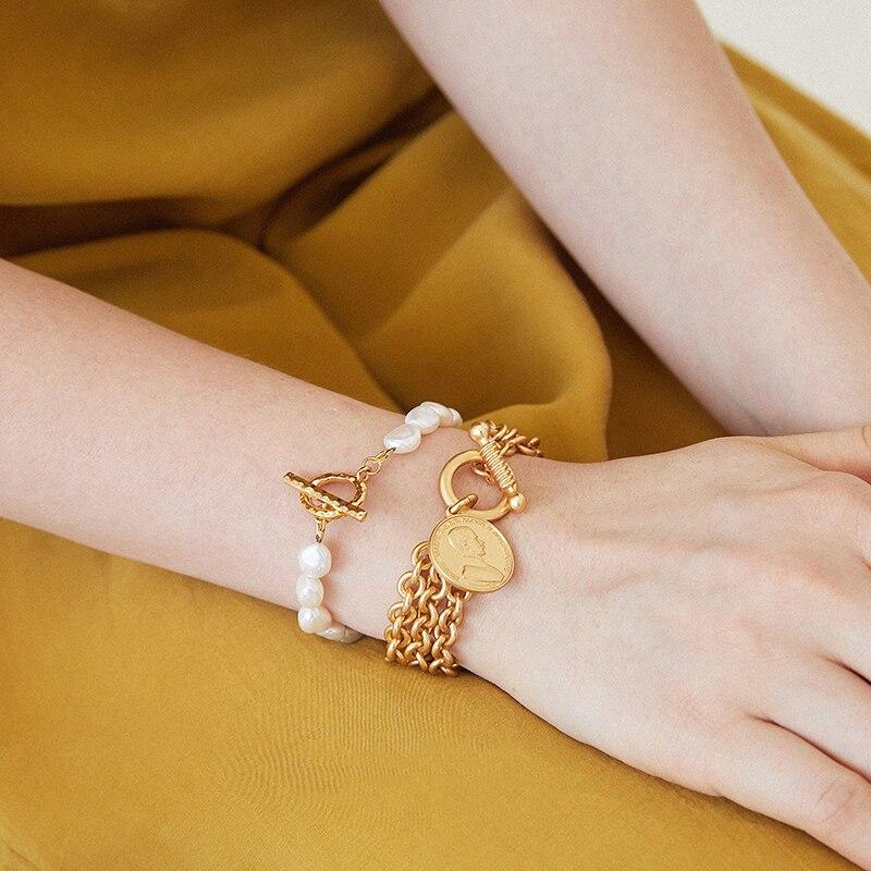 GHIDBK, pulseras barrocas de perlas de agua dulce para mujer, oro mate cadenas a capas con retrato de moneda, medallón, brazaletes, pulsera con encanto