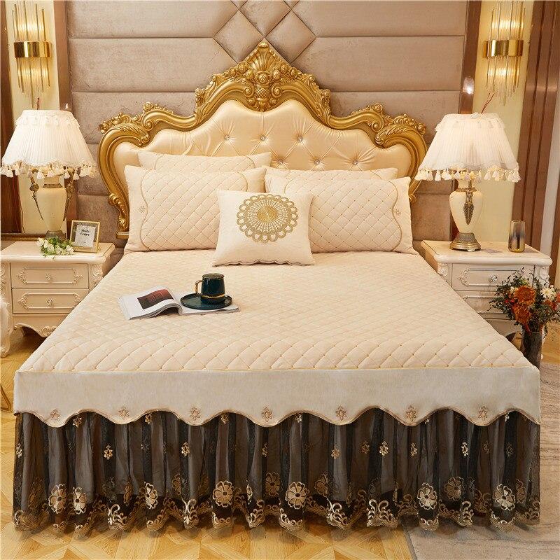 Súper suave terciopelo acolchado queen king size cama falda con goma bedskirt cubierta de cama bordado funda de almohada 3 uds juego de cama