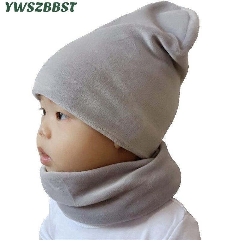 Nueva moda, conjunto de gorro de bebé de terciopelo de Color sólido, cubierta para la cabeza del bebé, cuello cálido de invierno, conjunto de gorros para niños, gorros de felpa, bufanda