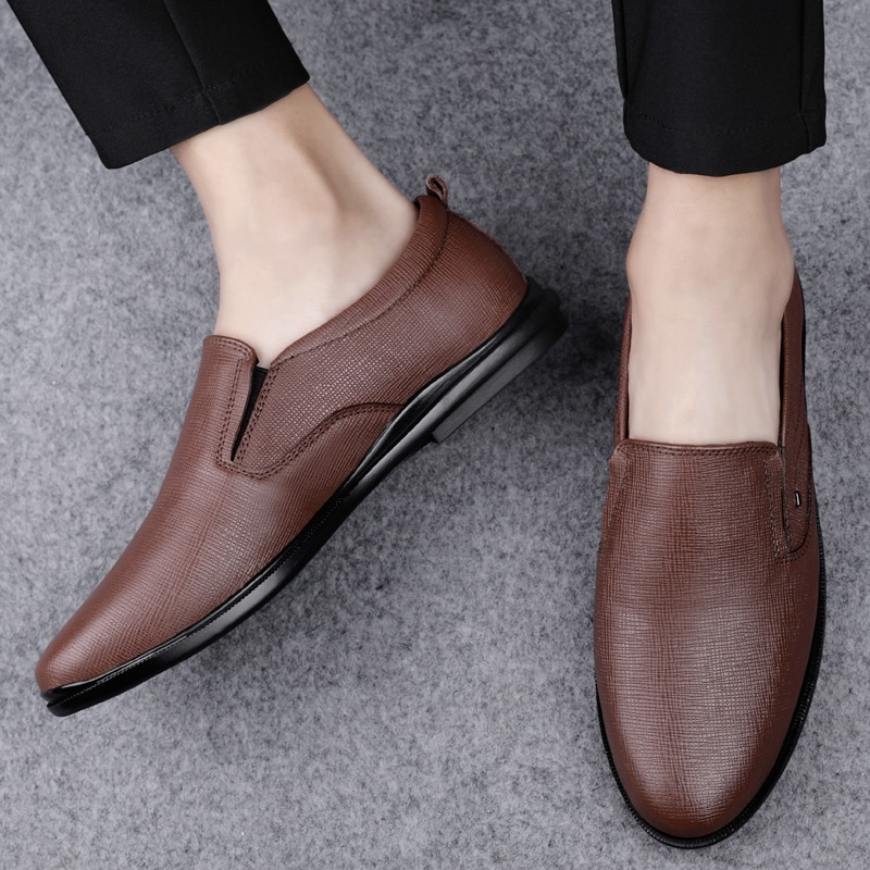 Hot Men Shoes Tenis Masculino Fashion Breathable Casual Shoes  Black Leather Peas Shoes Comfortable