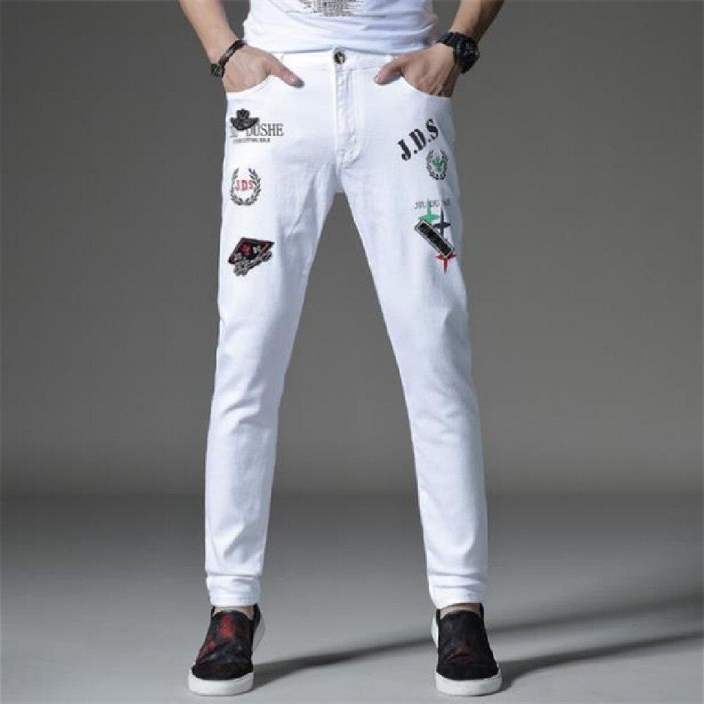 Мужские джинсы, новые летние тонкие Молодежные джинсы, Европейская и американская мода, белые повседневные Прямые джинсы с вышивкой, в стил...