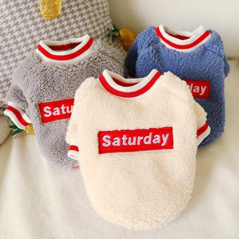 Ropa para perro y gato abrigo grueso de algodón de invierno Gran Inglaterra Etiqueta de piel de cordero cuello redondo ropa de perro, camisa estilo nuevo