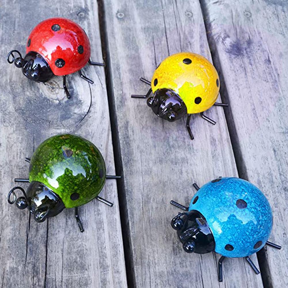 4 adet Set Metal sevimli Ladybugs güzel Bling renk bahçe çit duvar sanatı dekorasyon açık duvar heykelleri
