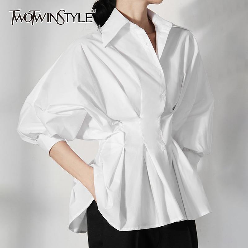 TWOTWINSTYLE الأبيض عادية أضعاف مطوي قميص نسائي التلبيب نفخة قصيرة الأكمام تجمع الخصر التخسيس البلوزات الإناث 2021 أنيق