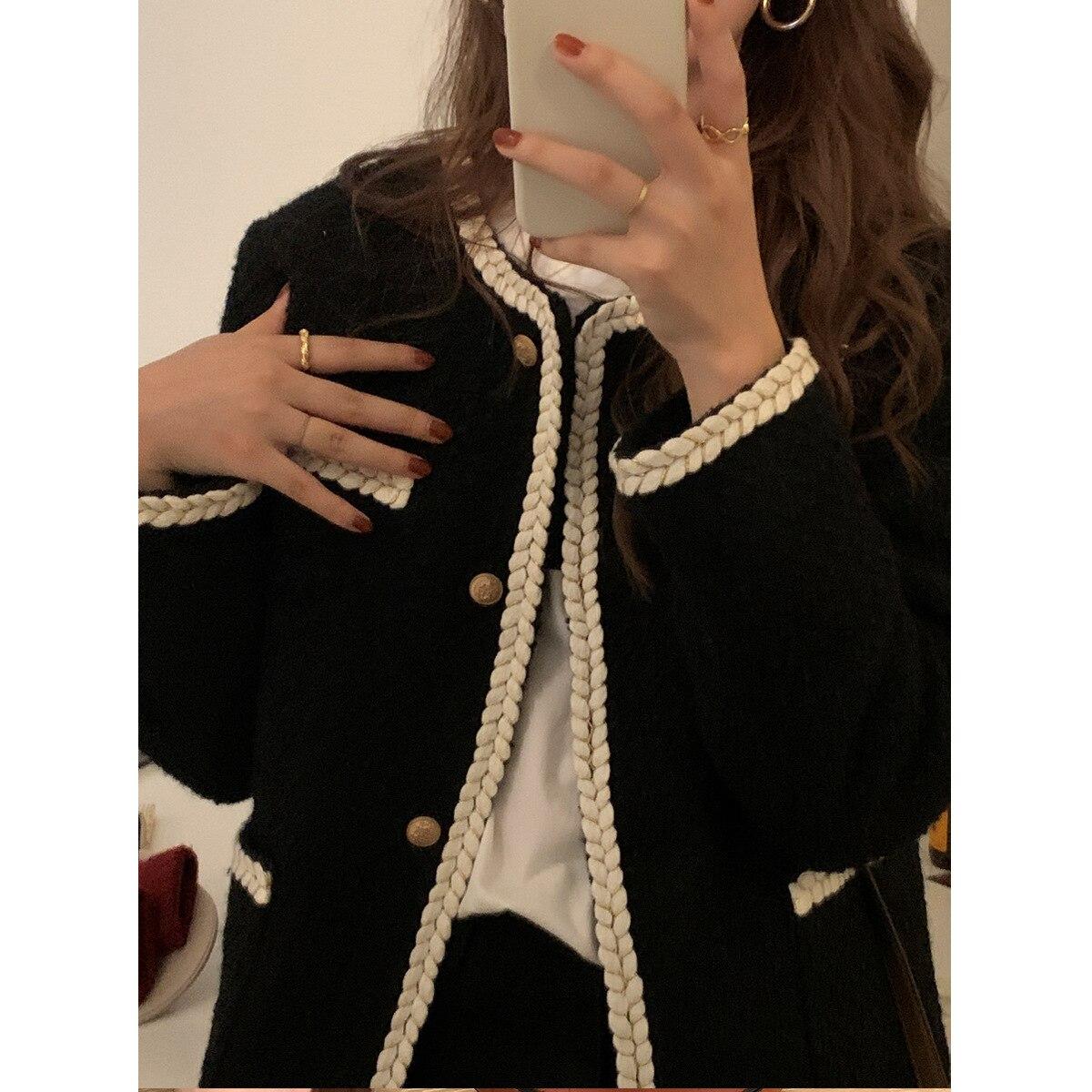 جاكيت أسود قصير بتصميم قوطي عتيق للنساء ملابس فاخرة مصممة للخريف والشتاء بتصميم هاراجوكو الكورية ملابس خروج أنيقة
