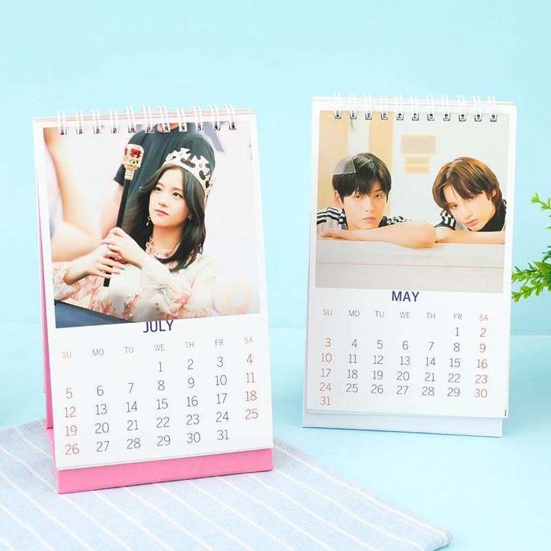 Neuheit Kpop Mode Mode TXT BLACKPINK 2020 Desktop Kalender Foto Bild Schreibwaren Kalender