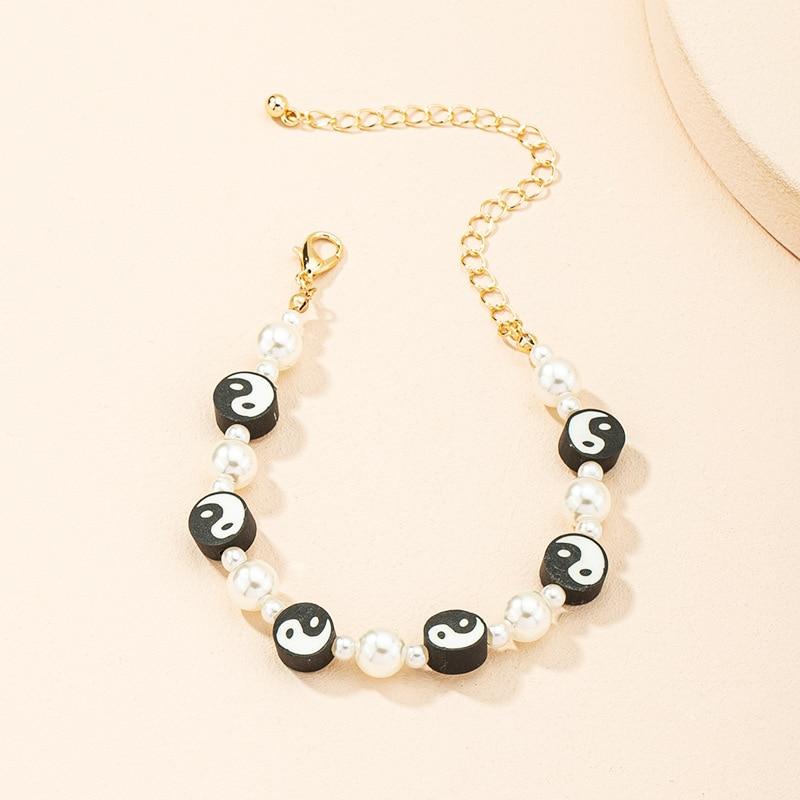 Cute Soft Pottery Flower Smiley Face Bracelet Geometric White Pearl Strand Female Bracelet Jewelry for Women Girl Bohemian Party