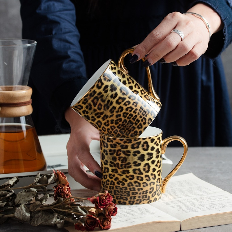 كوب قهوة من العظام الصينية الفهد مع ملعقة من البورسلين للإفطار قدح لشرب الحليب والشاي واللاتيه والماء وأدوات للشرب هدايا للنساء
