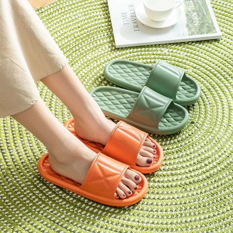 new fashion winter women men slippers bottom soft home shoe cotton thick slippers indoor slip on comfortable shoe slippers 2021 New Women Summer Slippers Thick Bottom Indoor Home Slides House Bathroom Non-Slip Soft Massage Sole Cool Slippers