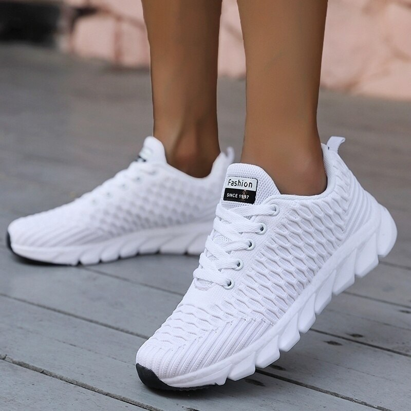 2020 Mesh Women Sneakers Breathable Women Flat Shoes Lightweight Casual Shoes Ladies Lace-up Deporti