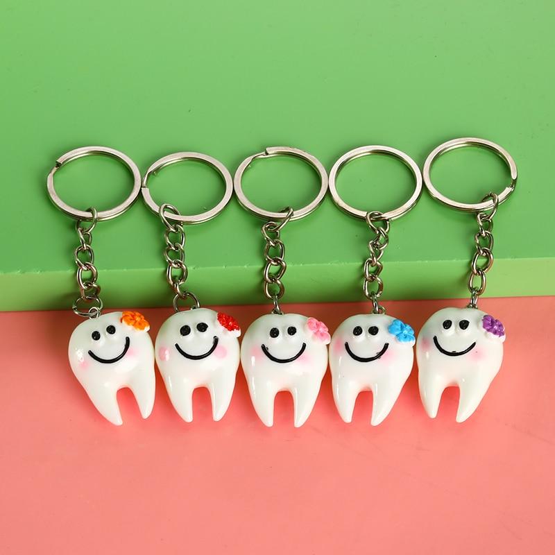 1/5 Uds. Colgante de simulación Dental llavero de dientes de dibujos animados decoración Dental encantadora accesorios dentales regalos promocionales de La Clínica