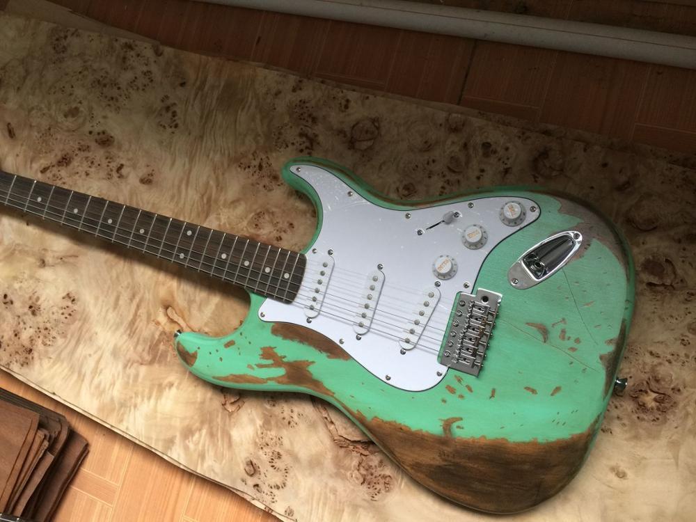 Guitarra eléctrica antipolvo, En stock El día se desvanece para hacer fotos...