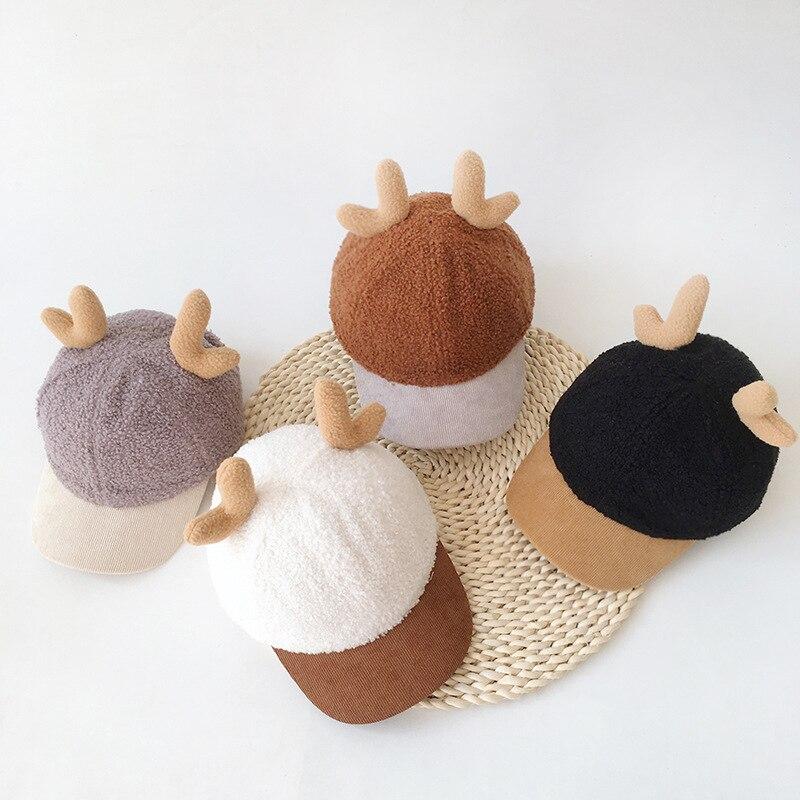 2021 Navidad de año nuevo sombrero de bebé para niños lana de cordero cuernos invierno cálido sombrero lindo suave nuevo regalo del año