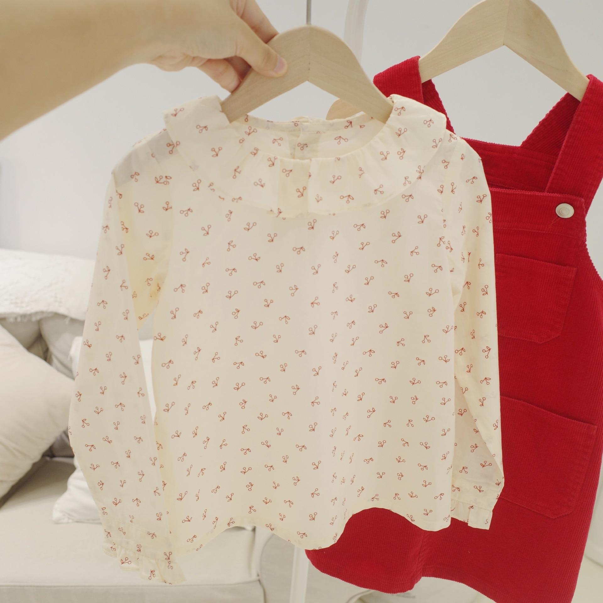¡Novedad de otoño 2020! tops de bebé y niñas de 100%, blusa de algodón con cuello de volantes de color rojo dulce con patrón de cereza para niñas