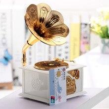 Vintage Music Box Engraved Wooden Music Box Hand Crank Phonograph Interesting Kids Christmas Gift Ho