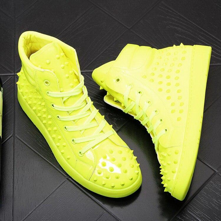 Zapatos informales blancos de moda de lujo británico para hombre, zapatos de ocio de alta comodidad de diseñador con remaches encantadores para hombre 38-43