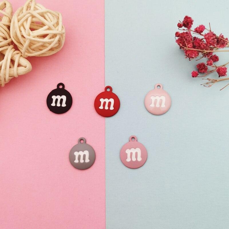 10 Uds pintura mate M abalorios de Metal letra M círculo esmaltado dijes colgantes para joyas DIY accesorios pulsera colgante de pelo