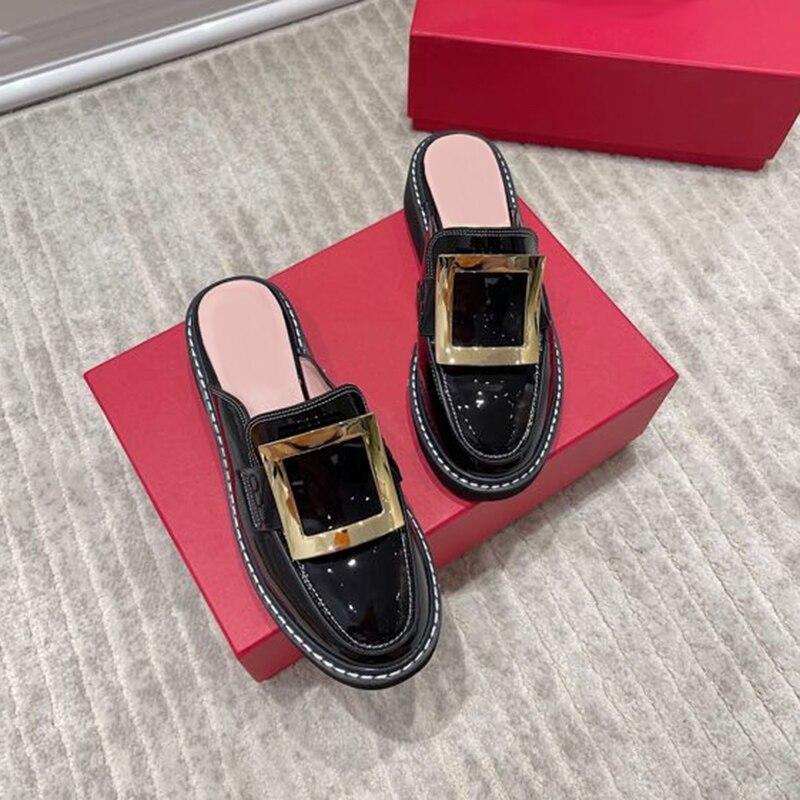 2021 موضة تصميم صنادل سيدات عادية الانزلاق على البغال أحذية نسائية عادية الماس مشبك خف جلدي