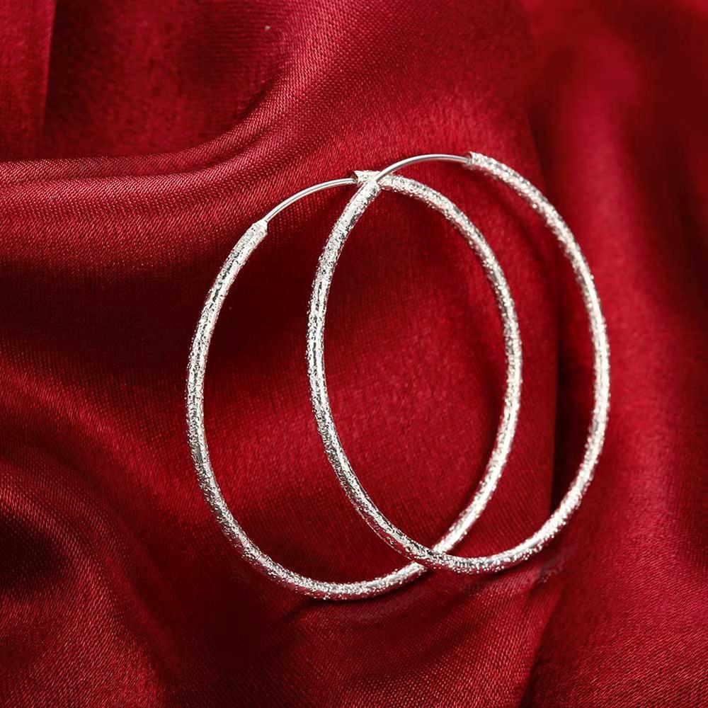 E044 pendientes bañados en plata al por mayor, pendientes redondos de anillo de arena con estampado de joyería de moda a precio de fábrica 925