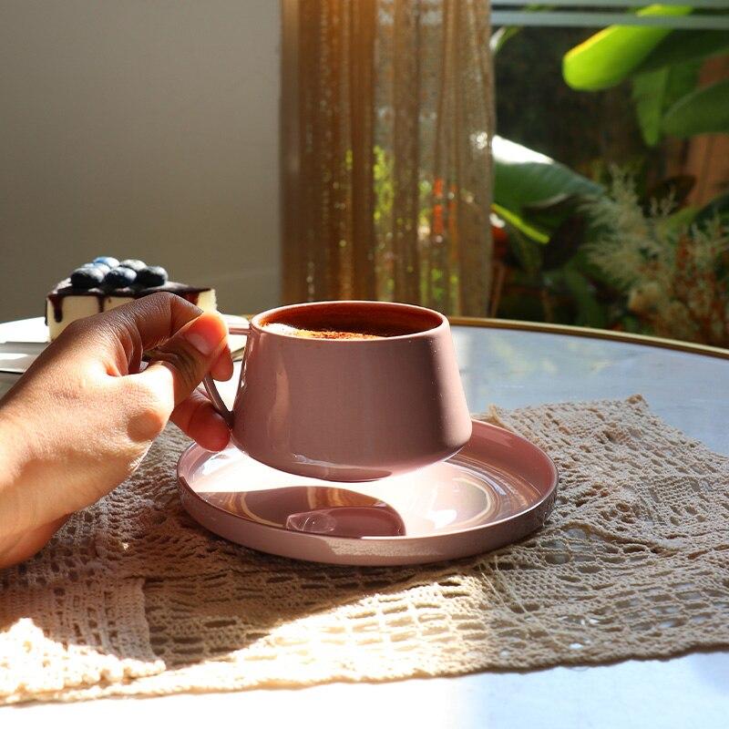 الوردي الحد الأدنى طقم فناجين قهوة بعد الظهر قابلة لإعادة الاستخدام الخزف الشاي فنجان القهوة مع الصحن Koffie Kopjes أواني الإفطار EI50BD