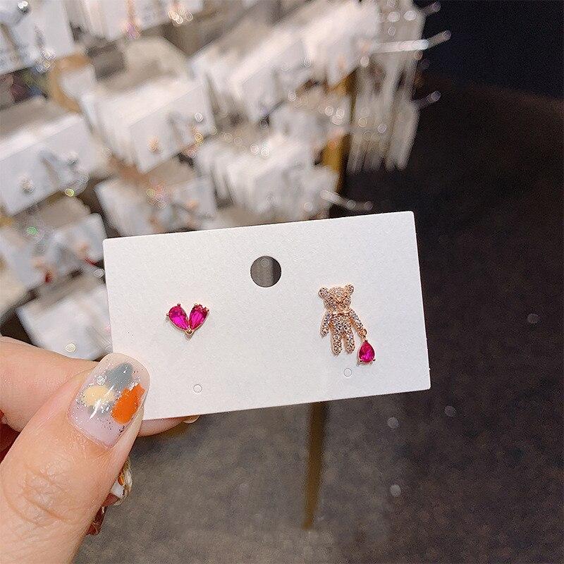 Pendientes de tuerca de corazón de oso de diamante de imitación brillante intenso asimétricos bonitos coreanos para mujer, joyería dulce de uso diario