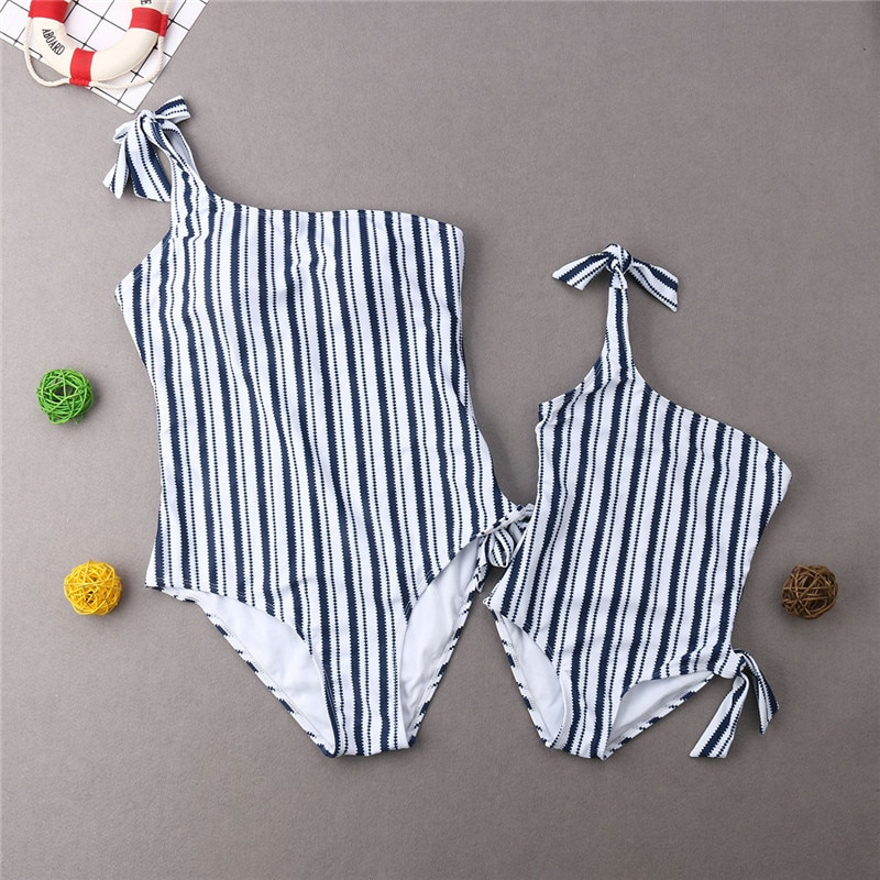 2019 traje de baño a juego para la familia gran oferta Madre Padre hija hijo traje de baño de una pieza conjunto de bikini de un hombro a rayas blanco y negro