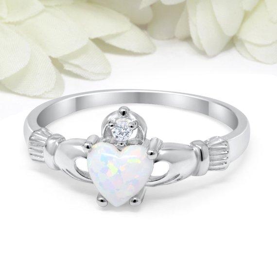 Huitan claddagh anel com criado opala prata chapeado clássico casamento anéis de noivado para as mulheres melhor presente amante de natal