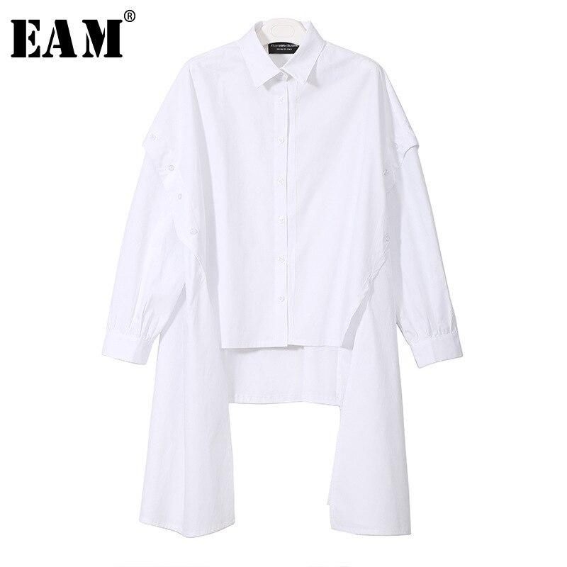[EAM] 2020 nueva primavera solapa de manga larga negro Irregular Botón de dobladillo Split Joint suelta camisa de gran tamaño mujeres Bouse moda JG725