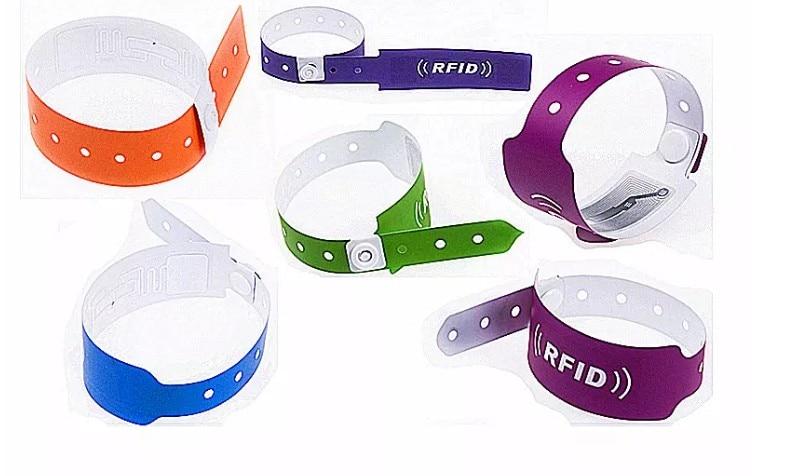 Desechable bebé paciente Hospital ID UHF RFID papel PVC reutilizable silicona pulsera rfid UHF etiqueta para escuela Hospital carrera deportiva