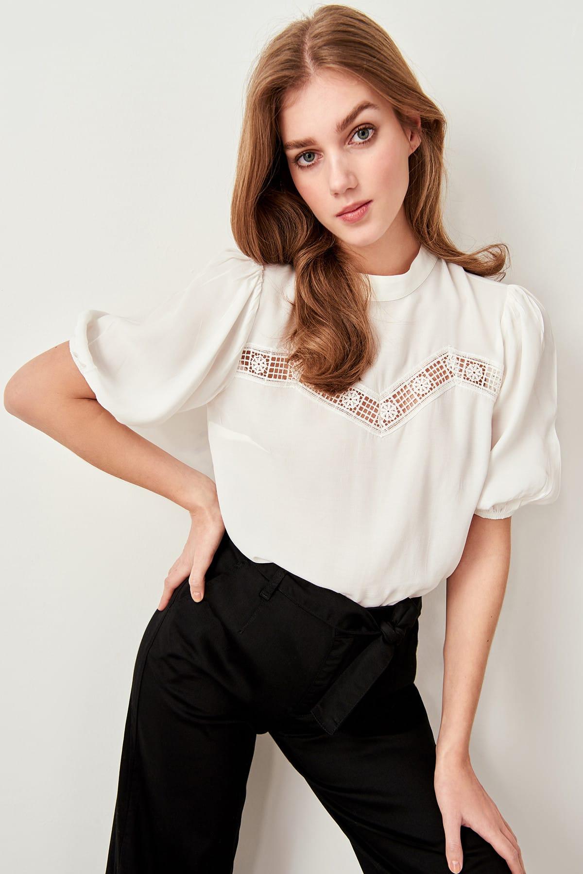 Trendyol marfim renda detalhe blusa twoss19bb0145