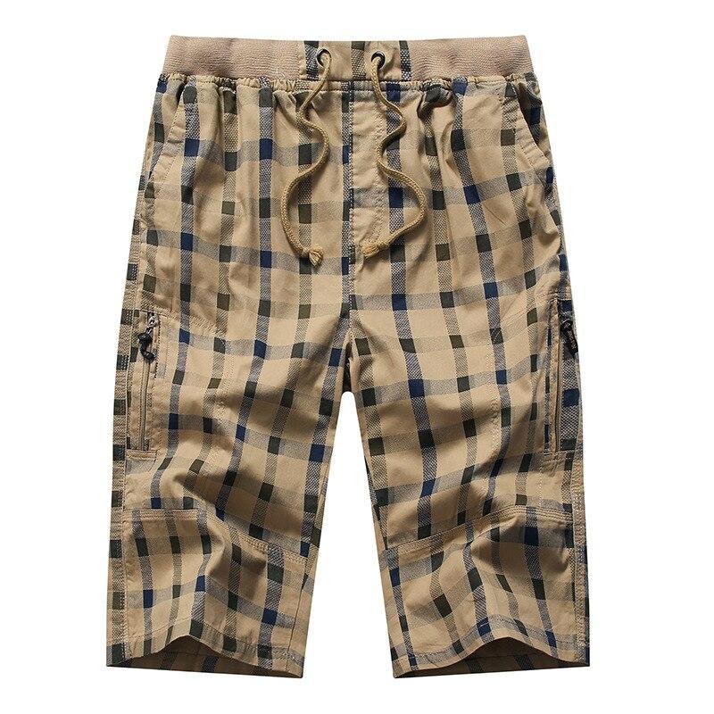 Pantalones cortos por debajo de la rodilla de los hombres a cuadros pantalones de verano de algodón 3/4 de longitud pantalones de bolsillo de cremallera trasera de las bermudas Hombre moda cintura elástica pantalones de los hombres