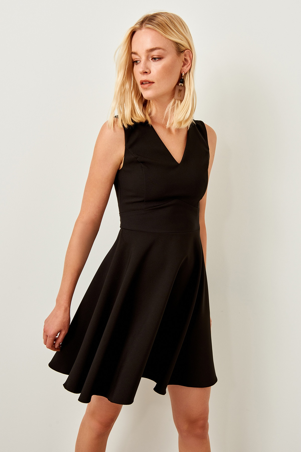 Vestido negro básico Trendyol TWOSS19BB0210
