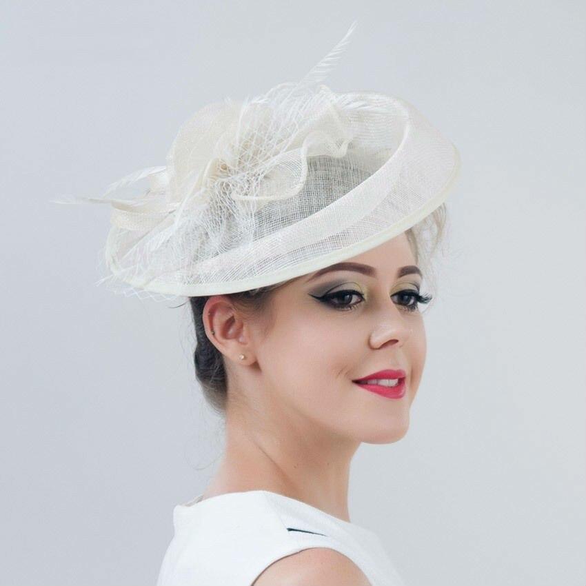Sombrero Formal Fedora para mujer, tocado de boda para novia, elegante tocado de plumas para mujer, sombrero de Sinamay para Iglesia