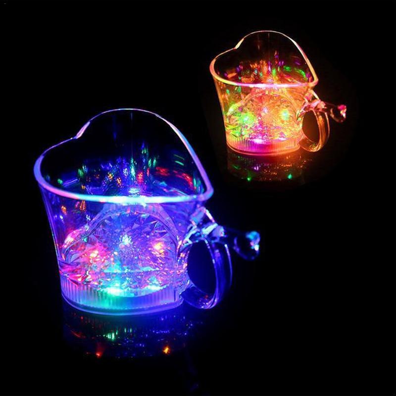 Amante taza con forma de corazón de taza LED intermitente taza Bar Sensor de agua colorido luminoso de la fiesta de la copa coca copa