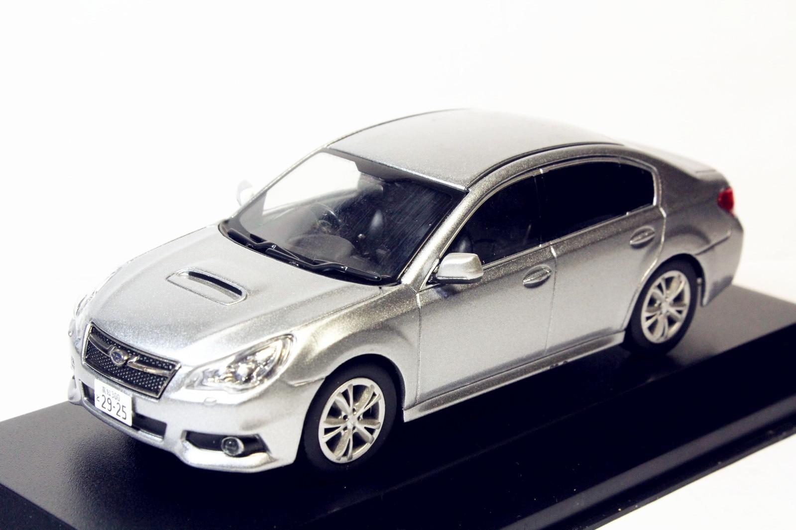 Subaru Legacy B4, juguete en miniatura de plata, moldeado a presión, regalo, 1/43