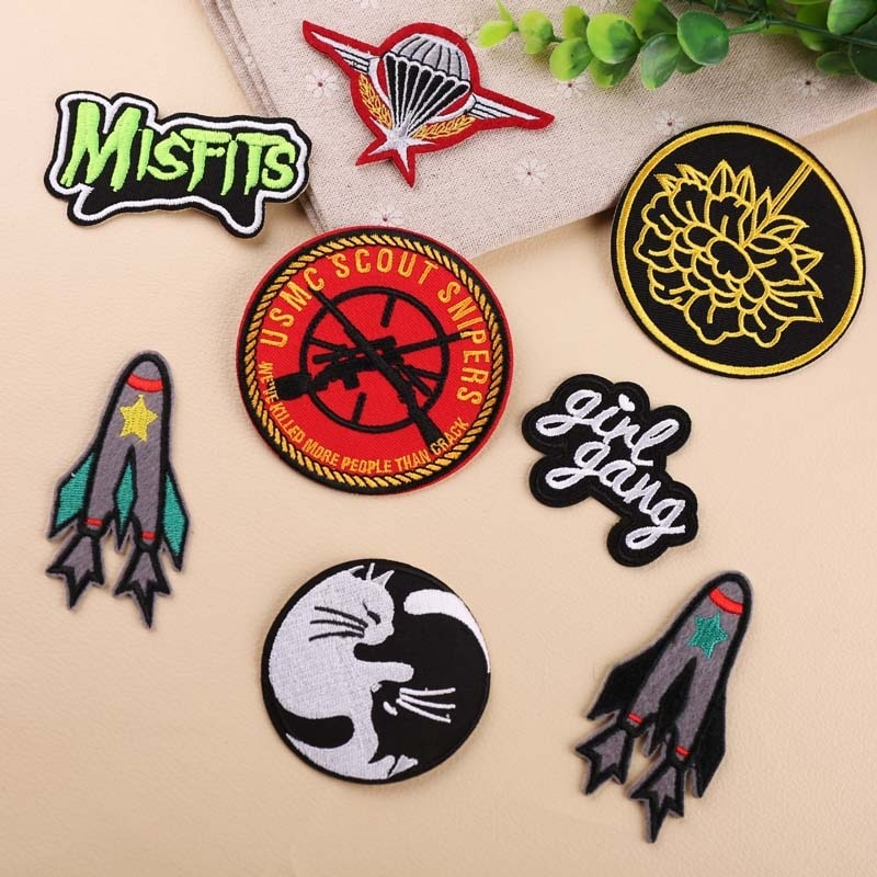 Black bottom white cat Round Patches Iron On Letter rocket Badges for Clothes Bags Jeans Hats Appliques Military Morale Decor