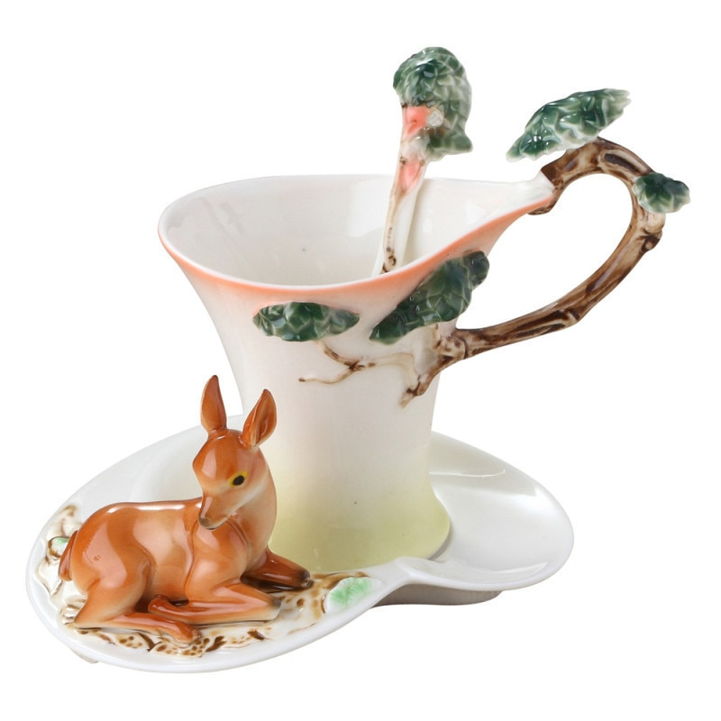 الغزلان أكواب القهوة مع الصحن الشاي الحليب مجموعة الاكواب ملعقة الإبداعية السيراميك درينكوير النمط الأوروبي العظام الصين الهدايا