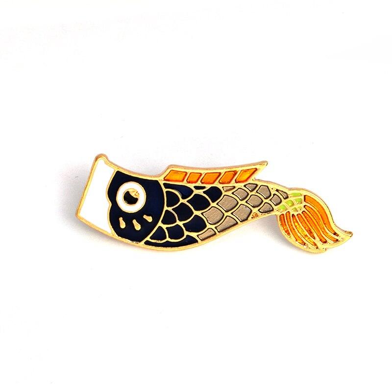 Мультяшный флаг с изображением карпа брошь с рыбой металлическая Эмаль Красный Черный животное булавка сумка куртка одежда значок модные ю...