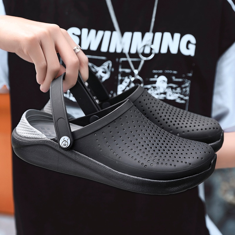2020 hombres sandalias Crocks verano Hole Shoes Crok zuecos de goma hombres EVA Unisex calzado para jardín negro Crocse playa Sandalias planas zapatillas
