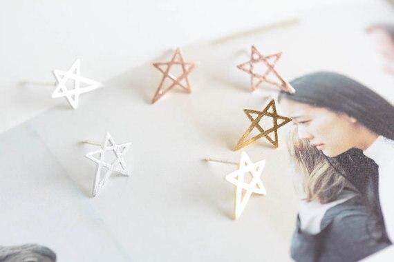 yiustar 1pair    Silver Pink    Cute Funky Star Stud Earrings E033