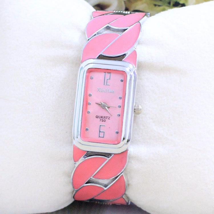 Venta al por mayor de reloj de pulsera cuadrado pequeño mesa de regalo de comercio exterior fabricantes Venta Directa 750 Taobao