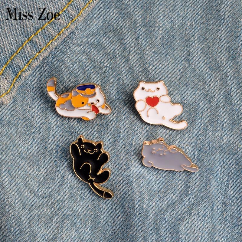 Miss Zoe 4 unids/set tres Felinae negro blanco gris Lazy Cats broche botón Pins Denim insignia de PIN para chaqueta Animal de dibujos animados joyería regalo