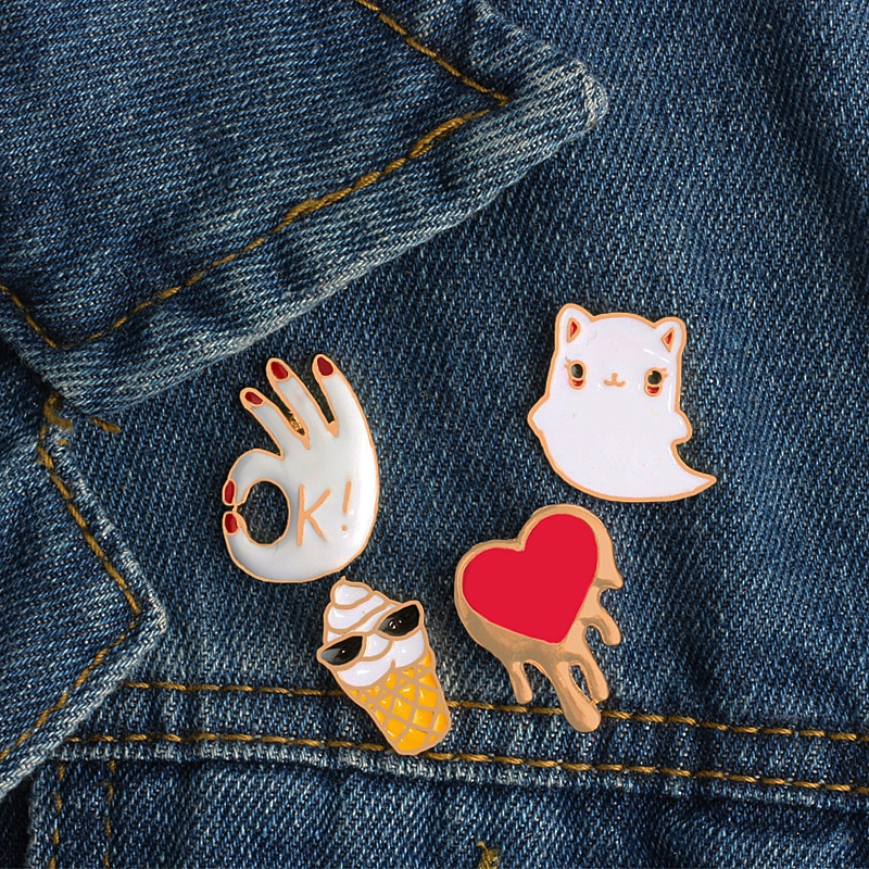 Esmalte Pin broches gatito de dibujos animados OK gesto rojo corazón cara divertida mujeres hombres accesorios ropa bolsa insignia botón Denim solapa Pin