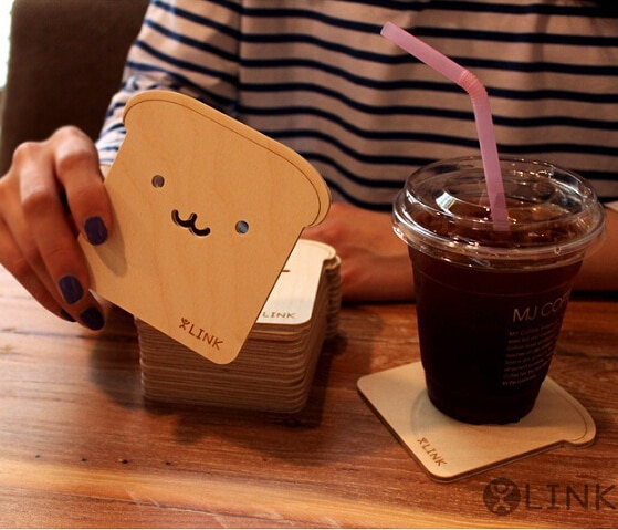 Cute Wood Pallet Face Wink Coaster Cup Mats Pads bebidas titular vajilla aislamiento creativo 9x8 CM