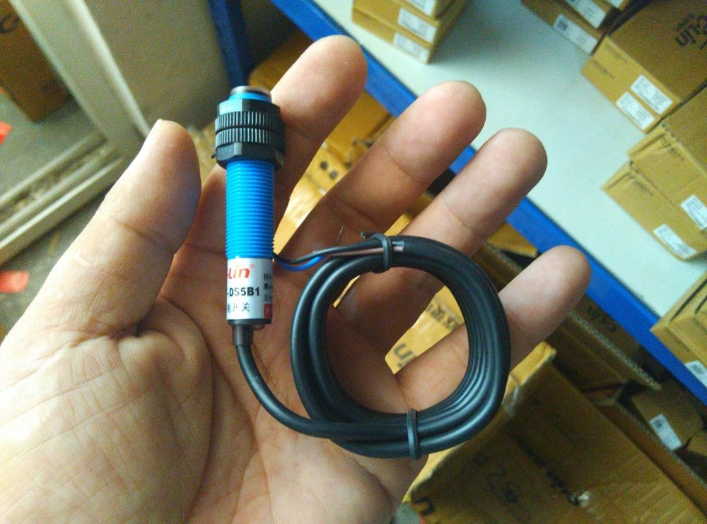 العلامة التجارية الجديدة الأصلي أصيلة C-لين E3F-DS5B1 عادة مفتوحة DC ثلاثة أسلاك PNP منتشر انعكاس الكهروضوئي التبديل